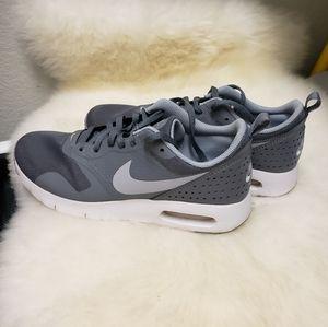 Nike Air Max Tavas Gray Athletic Shoes Size  7